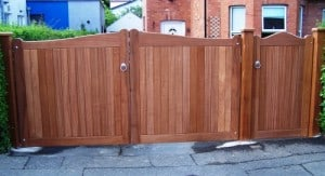 sapele hardwood driveway gates with matching pedestrian gate and posts